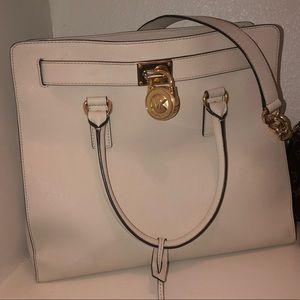 Whit Michael kors bag